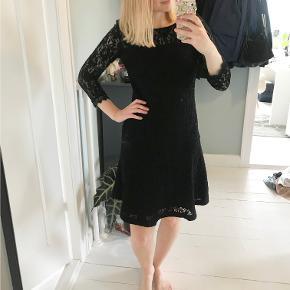 Sort Blondekjole fra Esprit.   Kan afhentes, ellers betaler køber fragt