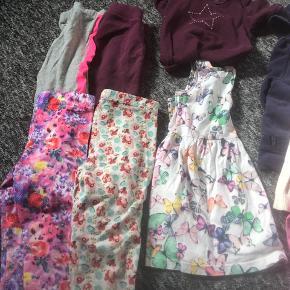 Sommer Tøjpakke, fin til vuggestue brug:1 sweatshirt, 1 cardigan, 1 tynd bluse, 1 joggingbuks, 1 leggings, 1 par korte sommer leggings, 1 sommerkjole og en kortærmet vidt.