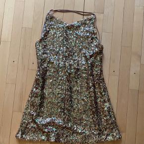 To stk. kjoler Den fra zara aldrig brugt.   50 kr stk.