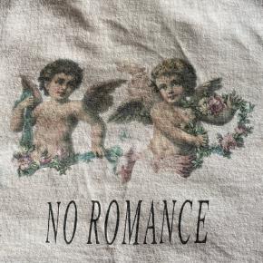 Meeeget lys rosa cropped tshirt med engle print