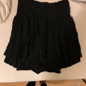 Sælger denne fine nederdel fra Modström, næsten ikke brugt