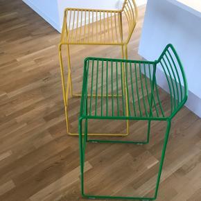 To rigtig fine barstole fra Hay. Der er kun små brugstegn og standen er super fin.  Nypris 1100 pr stk. Sælges samlet for 1000  Sender gerne flere billeder.