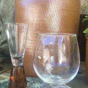 Holmegaard. Sæt. Smukt Vandglas og snapseglas. Brugt sparsomt, ingen skår.   Handler kun over ts, bytter ikke. Byd