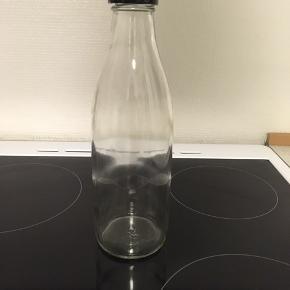 Karaffel / 'mælkeflaske' med skruelåg. Er som ny