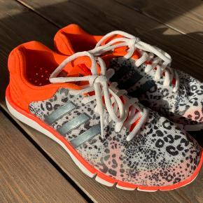 Adidas Adipure 360.2 Dame sneakers/løbesko med åndbar climacool sål. Let og fleksibel sål. Str UK 4 ½ FR 37 ½. Brugt meget få gange, ingen slidtage, se fotos af sål. Som nye.