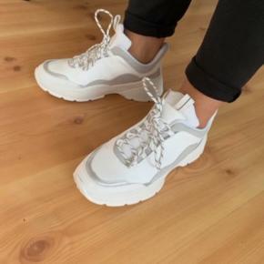H&m sneakers  Næsten som nye, gået med en gang