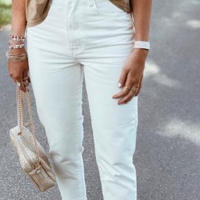 Fine MOM-jeans. Aldrig brugt. Sælges da de er for små til mig.