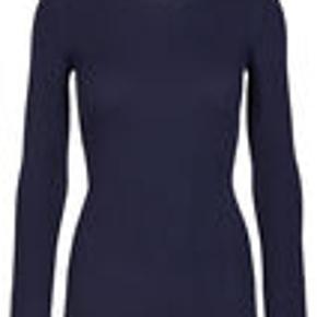 """#30dayssellout """"NAP-BLUSEN"""" FRA STORM & MARIE - rigtig lækker ribstrikket t-shirt - 40% cotton -40% modal - 20% nylon - NYPRIS 600 - aldrig brugt - sælges for 150 kr"""