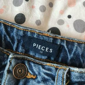 PIECES jeans / bukser str XS Samme bukser som min anden annonce, blot med billeder i bedre lys