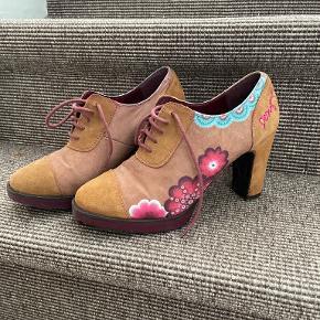 Desigual heels