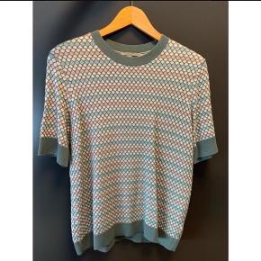 Strikket T-shirt med struktur