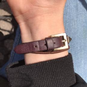 Sælger mit elskede valentino armbånd!  Har haft det i lidt over 2 måneder, så det er næsen som ny💜  Np: 1100  Mp: 700 ellers byd!