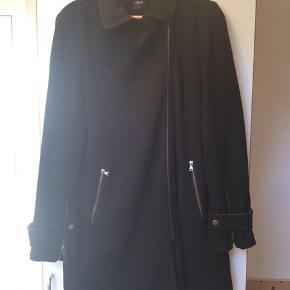 Overgangsjakke fra Oasis i str. M. Pæn stand.