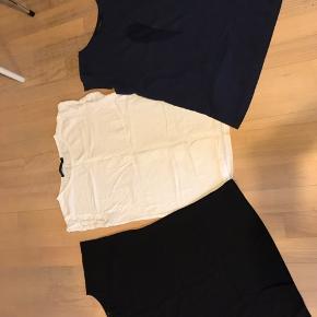 3 t-shirt fra Coster. Sort + hvid med logo hul mønster. Blå med vinge.  Samlet salg på 165kr
