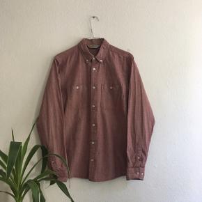 *Bud er velkomne og jeg sender gerne*   * Vintage Carhartt skjorte i 100% bomuld * Det er en størrelsen medium men den svarer til en størrelse small