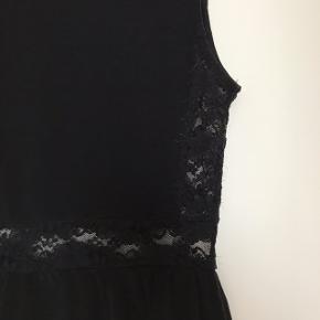 Sort kjole fra h&m divided med blonder i str. xs Cond: 4-5/10