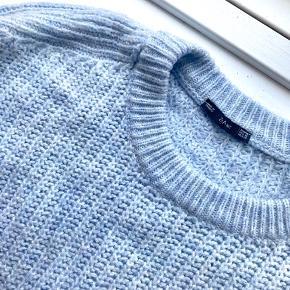 Strik fra Zara str. M. Oversized fit. Billede 1 viser farven bedst, da lyset er bedre. Super flot babyblå 🥰