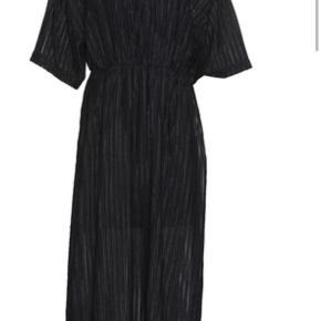Smukkeste Maxi kjole brugt 1 gang - kan passes  fra 42-46
