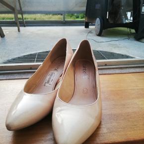 Lækre sko med hæl fra Cafrice