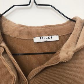 Virkelig fin brun velourkjole, der er mega behagelig at have på!