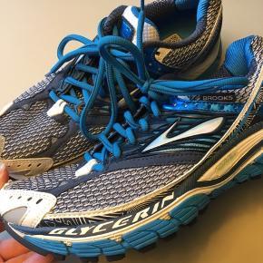 Brooks glycerin 10 er en fantastisk løbesko til den neutrale løber. Nypris 1400kr.   Sælges pga. en knæskade.   Læs evt. mere om skoen her: https://www.runnersworld.com/gear/a20779759/brooks-glycerin-10-womens-0/