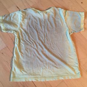 Varetype: T-shirt Størrelse: 5år Farve: Grønlig Oprindelig købspris: 299 kr.
