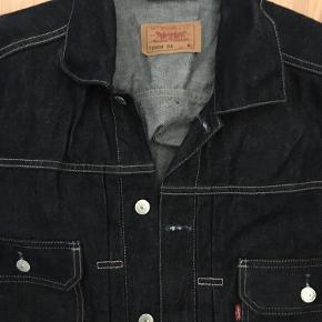 Varetype: Lækker denim jakke, helt ny Farve: Mørkeblå Prisen angivet er inklusiv forsendelse.