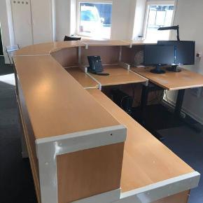 Kontor / receptionsmiljø. 240x240 cm. Tages ned selv