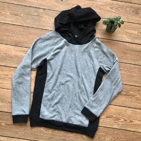 🙏🏼 ALT SKAL VÆK - SÆLGER BILLIGT 🙏🏼  👗 Lækker sort/grå hoodie  👠 ADIDAS  👚 Str. M 👑 Standen er rigtig fin   🔥Se også mine mange andre annoncer og følg mig gerne - der kommer løbende nyt🔥