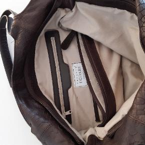 Skindtaske mørkebrun med krokooræg ,Robert Uggari, købt i Italien, ingen mærker, huller, brugt få gange