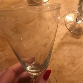 4 antikke vinglas ca 1920-1940 talÆtset glas