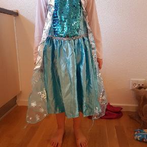 Elsa og Anna udklædning. Passer str 116 - 122 Ca