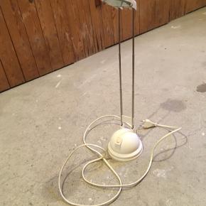 Fin, lille bordlampe fra ikea  Fremstår rigtig fint