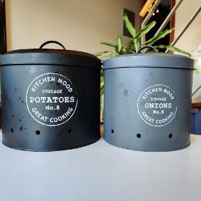 Beholdere til kartofler og løg i retro stil.