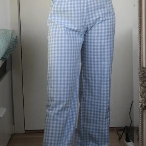 Sælger disse super lækre ternede bukser, købt her i sommeren og brugt 1 gang. De er fra Neo Noir i en str. s. Sælges da de ikke lige var mig alligevel🧚🏼♀️