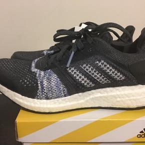 Adidas Ultraboost ST Str. 36 2/3 Passer 36.5 lille 37 Ikke brugt Lækker sko Yderst komfortabel Butikspris 1600 kr