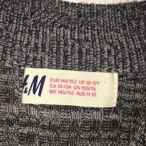 Sælger denne strik kjole fra H&M. Kjolen er næsten ikke brugt:)