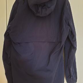 Sælger denne anorak fra H&M i størrelsen Medium. Jakken er aldrig brugt og står derfor som ny