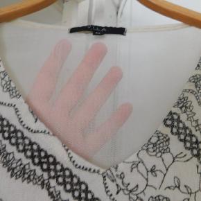 Halv gennemsigtig bluse
