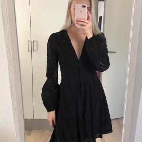 Helt ny smuk kjole med blonder Passer en xs/s