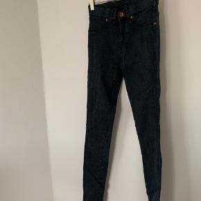 Sælger disse fine bukser fra Dr. Denim, de er i super god stand 😍💕