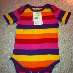 Varetype: Body Farve: Lilla,  pink,   gul,  orange Oprindelig købspris: 180 kr.  Super lækker body fra småfolk, som min datter aldrig nåede at bruge. Se også mine andre annoncer, så kan jeg give en god pris.