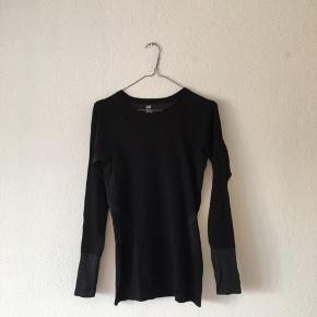 ❤️sellout ❤️closing shop  H&M sportswear top Like new 62kr incl fragt🖤
