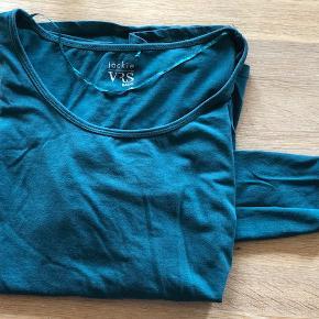 VRS - Bluse med lange ærmer. Farven er petroleum - str. 48  Byd :-)