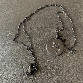 Super fin stjernetegnshalskæde fra Pilgrim (Libra/Vægt) i rhodineret sølv.  Sendes med DAO (køber betaler porto) eller hentes på Amager.