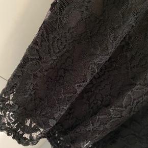 Sisters Point kjole, str. small. Knælængde på mig (jeg er 165)  Brugt 1 gang. Som ny.  Ingen bytte. Porto kommer oveni.  #30dayssellout