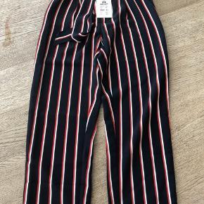 Costbart bukser - Helt nye og stadig med prismærke. Nypris 400 kr. Desværre købt for små. Str. Hedder 23.