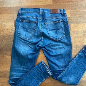 Evolve jeans fra Tiger of Sweden i størrelse 33/32. Sælges da jeg synes det er lidt for tight til min smag. Fejler intet.