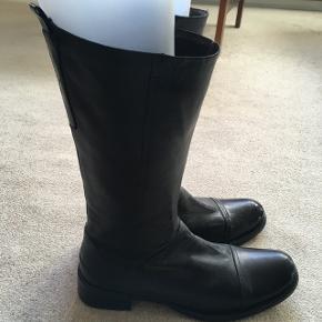 Fin sort billi bi støvle brugt 2 gange. Sendes mod betaling.