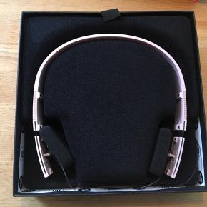B&O Form 2i hovedtelefoner. Byd 🤩.
